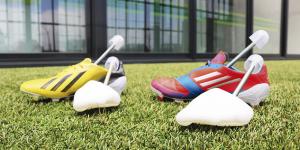 Hormas para botas de fútbol.